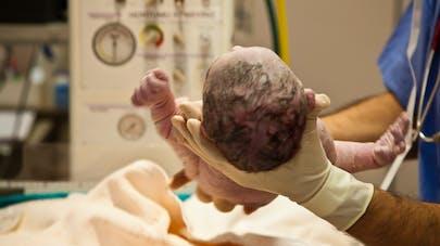 Mort-né, leur enfant revient à la vie huit minutes plus tard