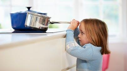 Des astuces pour prévenir les brûlures dans la cuisine chez les jeunes enfants