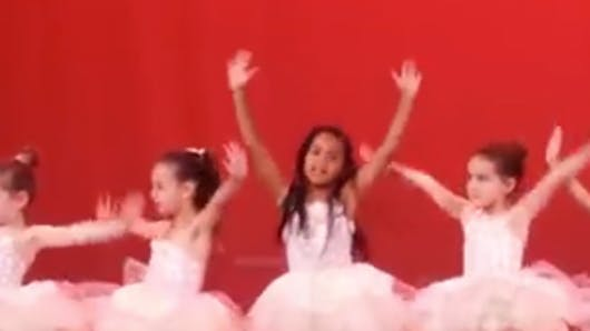 Blue Ivy à son spectacle de danse : la fille de Beyoncé est déjà une show-girl (VIDEO)