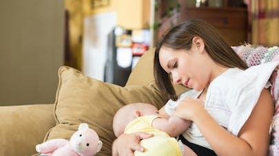 Après une césarienne, l'allaitement efficace contre la douleur?