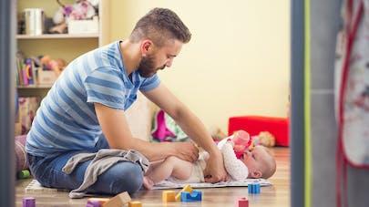 Les nouveaux papas veulent passer du temps avec leurs enfants