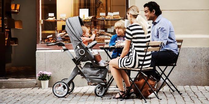 Poussette Xplory de Stokke - chaise haute restaurant café