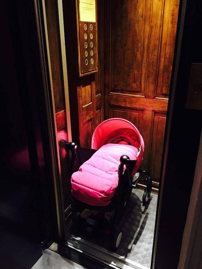 Poussette Yoyo + de Babyzen - ascenseur