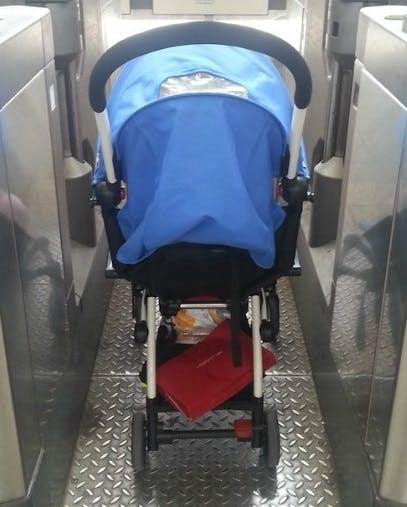 Poussette Yoyo + de Babyzen - portes métro