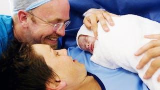 couple et bébé qui vient de naitre