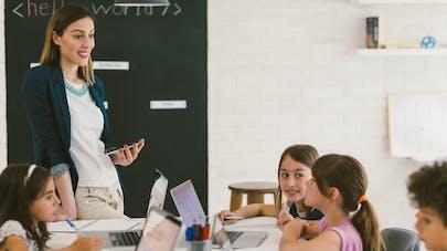 600 000 tablettes à la rentrée dans les écoles: comment protéger les yeux des enfants