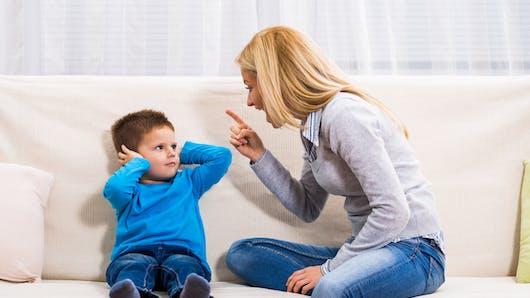 États-Unis: des parents font obéir leurs enfants au pistolet paralysant!