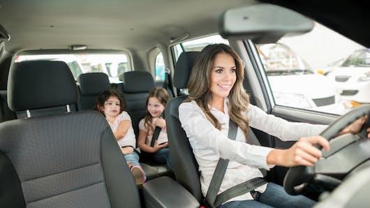 Vitesse, téléphone, somnolence: 89% des automobilistes ont déjà adopté un comportement à risque en présence de leurs enfants