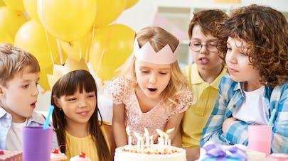 Souffler des bougies d'anniversaire, pas très hygiénique?