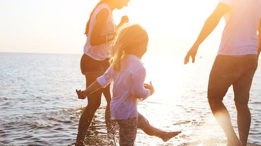 Carla Bruni partage une photo de sa fille en vacances