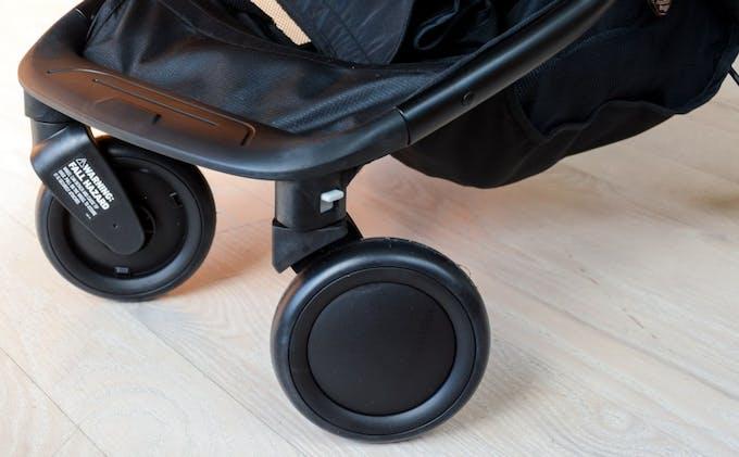 Poussette Nano V2 de Mountain Buggy - roues avant pivitantes
