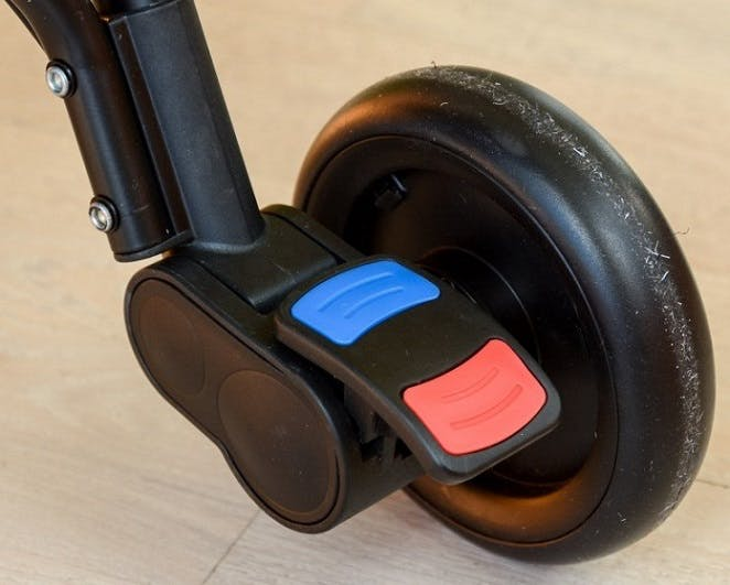 Poussette Nano V2 de Mountain Buggy - frein de stationnement indicateurs colorés