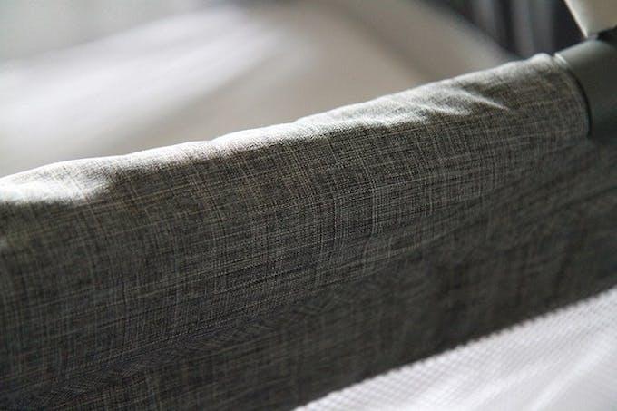 Lit parapluie Illusion de Joie - bords du lit renforts tissu