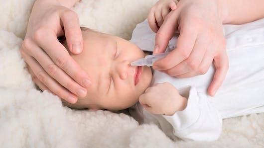 Le mouche-bébé moins efficace que le sérum physiologique