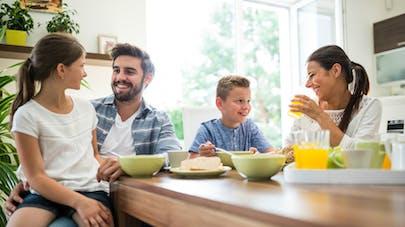 Les enfants qui sautent le petit-déjeuner peuvent manquer de nutriments