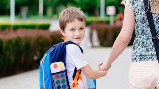 enfant chemin école