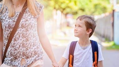 A quel âge un enfant peut-il aller à l'école tout seul?