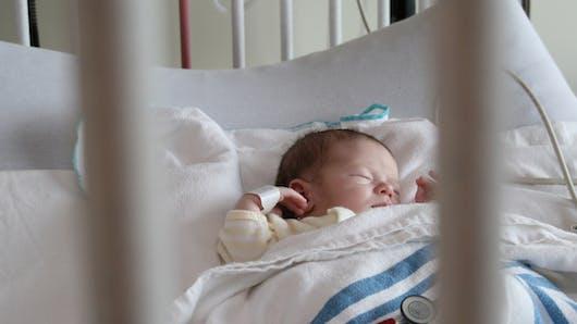 Bébé est à l'hôpital : adoptez la zen attitude
