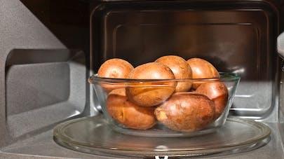 Micro-ondes: quels aliments ne supportent pas cette cuisson?