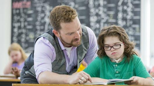 Chez les enfants, des difficultés de lecture peuvent être liées à des problèmes d'audition