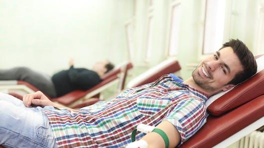 Transfusion: les hommes supportent moins bien le sang des femmes ayant été enceintes