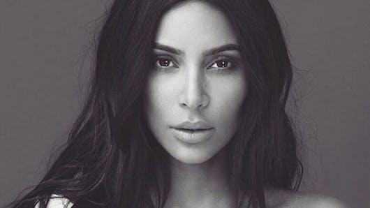 Kim Kardashian : avalanche de fleurs pour sa baby-shower (photos)