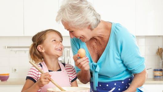 Grands-parents: ils ne donnent pas toujours de bonnes habitudes à leurs petits-enfants!