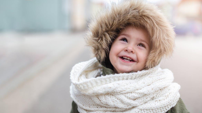 petite fille bien couverte