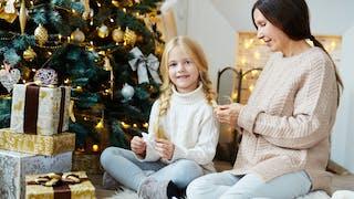 10 idées de coiffures de Noël pour petites filles  modèles - 10-idees-de-coiffures-de-Noel-pour-petites-filles-modeles