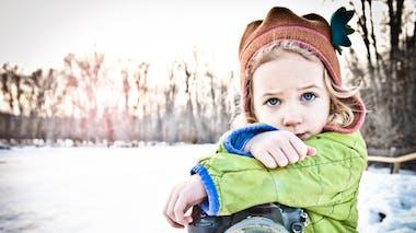 petite fille dans la neige