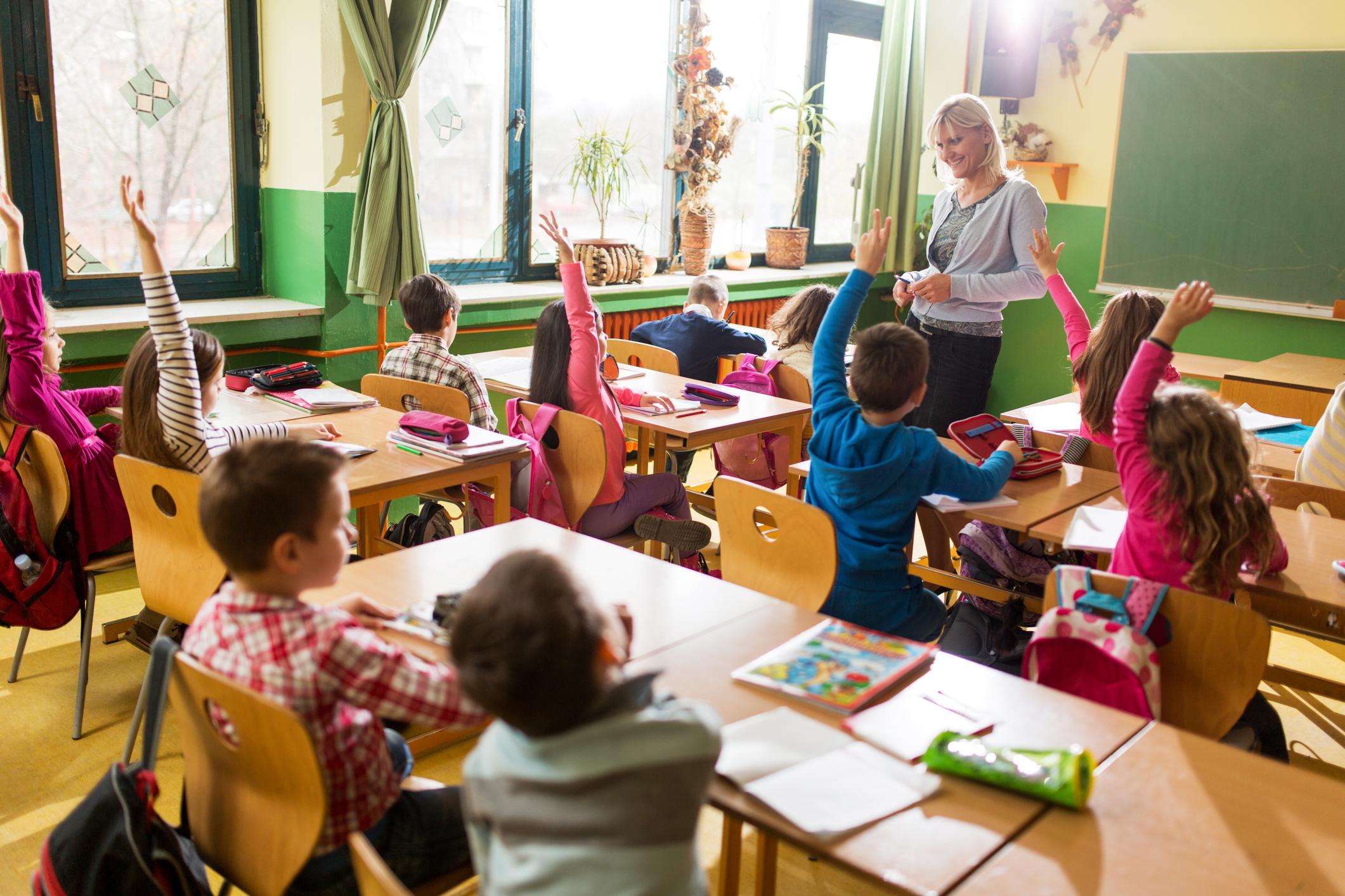 Le ministre de l'Éducation annonce une dictée quotidienne en primaire