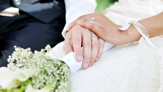 Mariage: qui sont ces femmes qui gardent leur nom de jeune fille?
