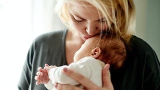 Je suis inquiète car mon bébé tient toujours sa tête du même côté