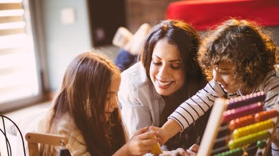 Bébé : nos conseils pour bien choisir son assistante maternelle