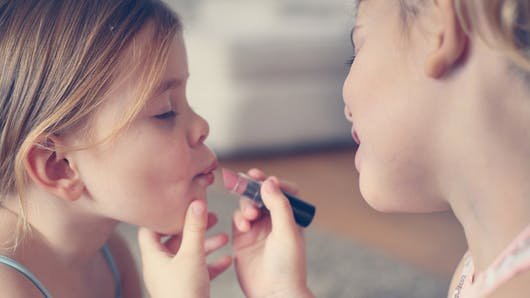 Maquillage pour enfants : gare aux perturbateurs endocriniens