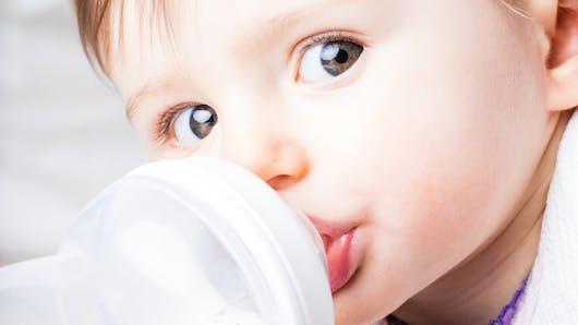 L'eau pour bébé : des besoins fondamentaux