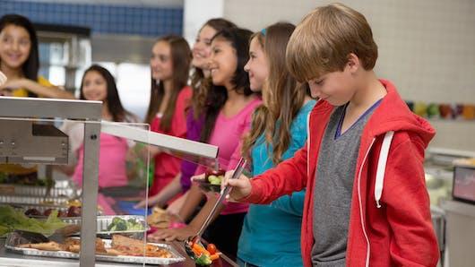 Cantines scolaires : bientôt la gratuité pour les plus modestes ?