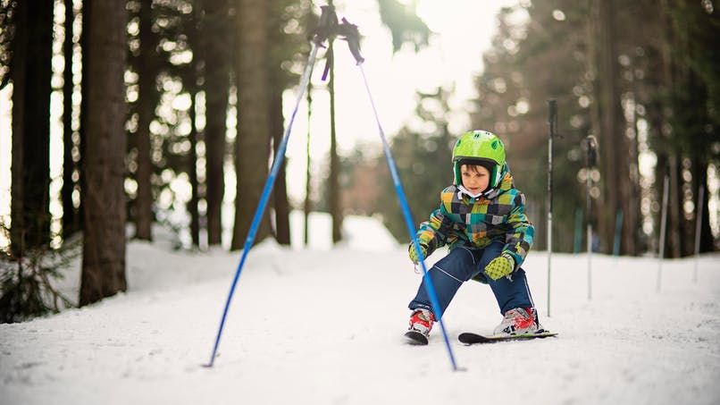 enfant qui fait du ski