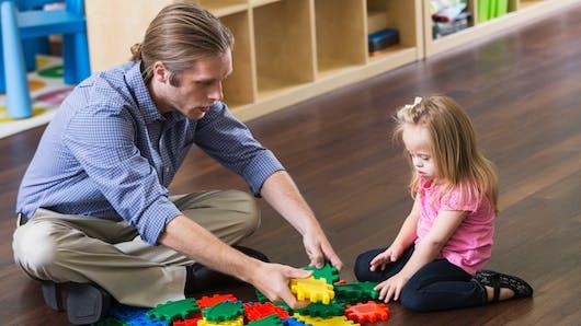 Parents d'un enfant trisomique : à qui s'adresser pour son suivi?