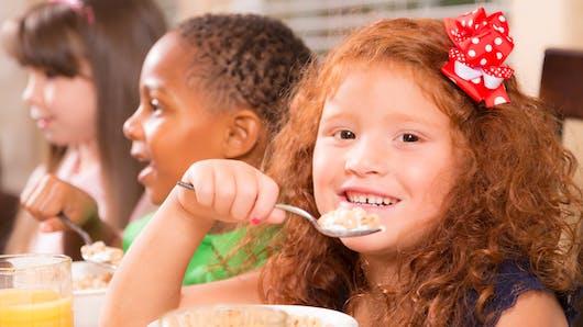 Une proposition de loi pour distribuer des petits-déjeuners dans les écoles défavorisées