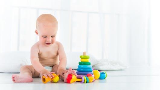 Les bébés raisonnent bien avant de pouvoir parler