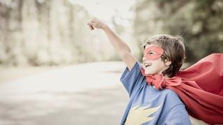 ce garçon porte un masque comme ses héros