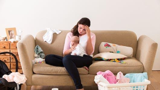 Le geste très drôle qui trahit la fatigue de cette jeune maman (vidéo)