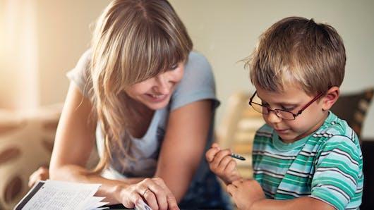 Aide aux devoirs : pourquoi il est important de donner de l'autonomie à l'enfant