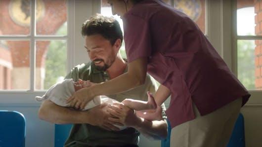 « Tu seras un homme mon fils » : une campagne pour inciter les garçons à respecter les filles (vidéo)