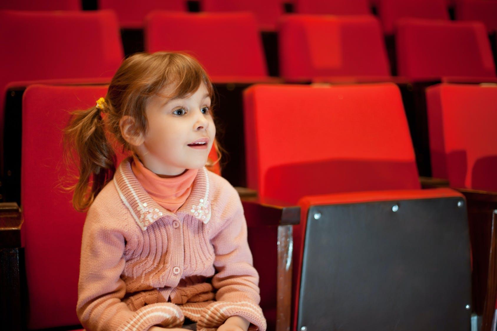 Cinéma : la première séance avec son enfant  PARENTS.fr