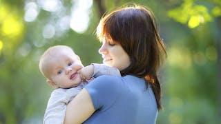 Premières sorties avec bébé : les 10 questions que l'on se pose