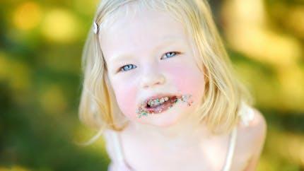 Bonbons et gâteaux : mon enfant est accro !