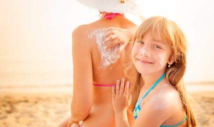 Coups de soleil : bien protéger les enfants