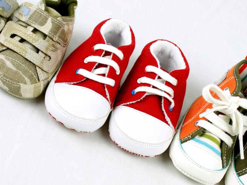 Premières chaussures de Bébé : comment les choisir
